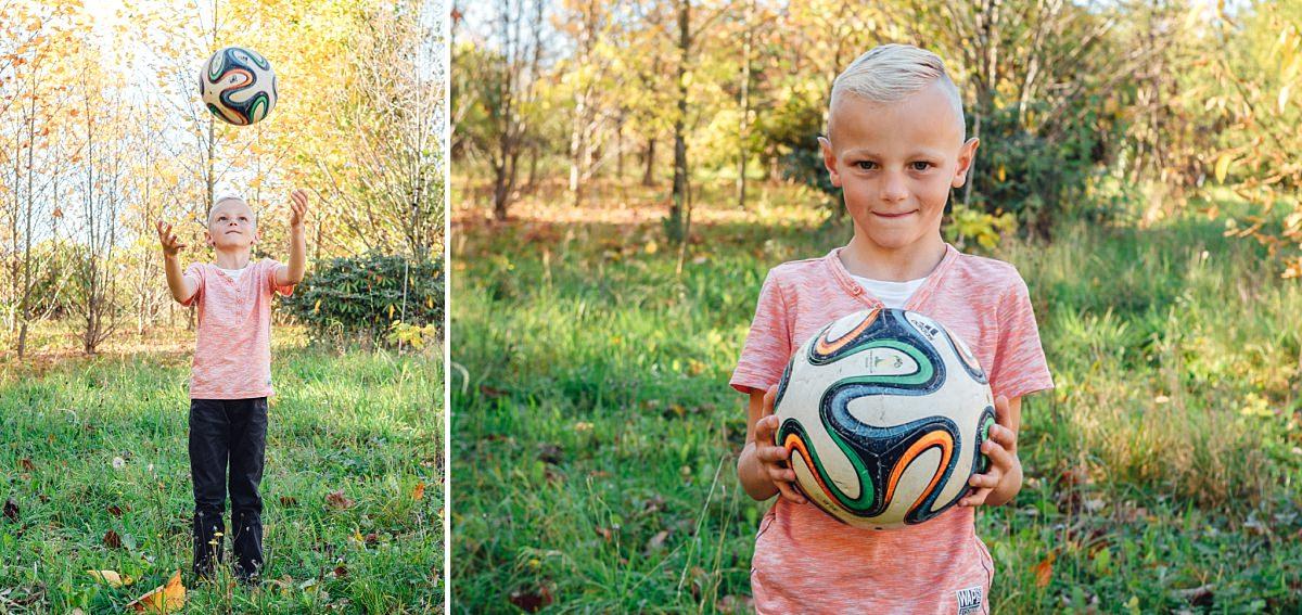 Familienfotos Dresden Kinderfoto Junge und Fußball