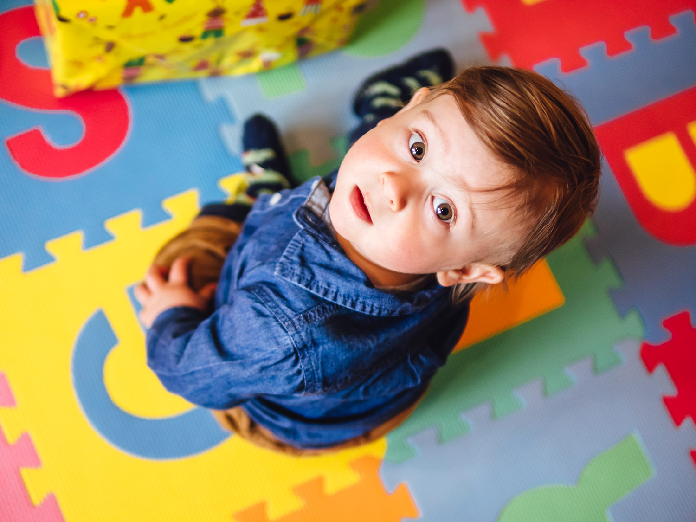 Kinderfotos Dresden Junge spielt